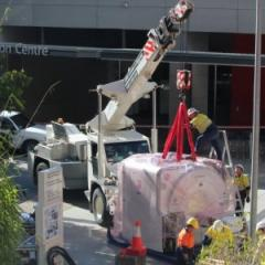 Siemens' workers prepare Australia's first PET/MRI hybrid scanner to be lowered into UQ's Centre for Clinical Research.